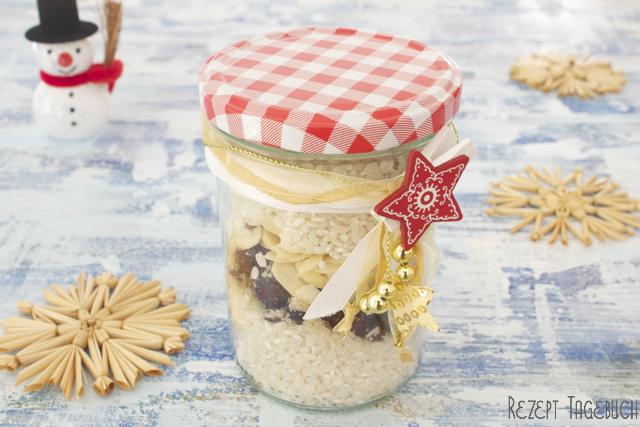 Milchreismischung im Glas mit Cranberrys und Mandeln Geschenkidee für Weihnachten für alle Milchreis Fans